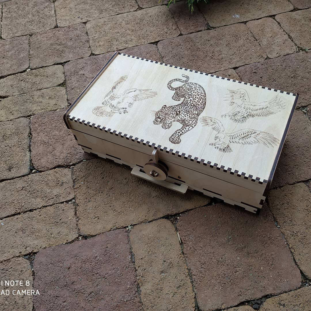 Laser Cut Smokers Kit Wooden Compartment Box With Lid 6mm Free CDR Vectors Art
