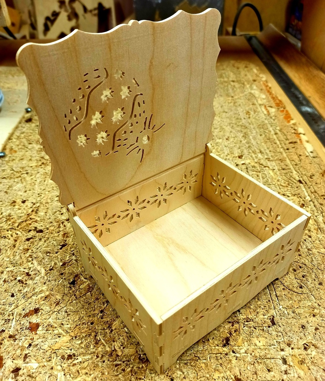 Laser Cut New Year Gift Box Eve Box Free DXF File
