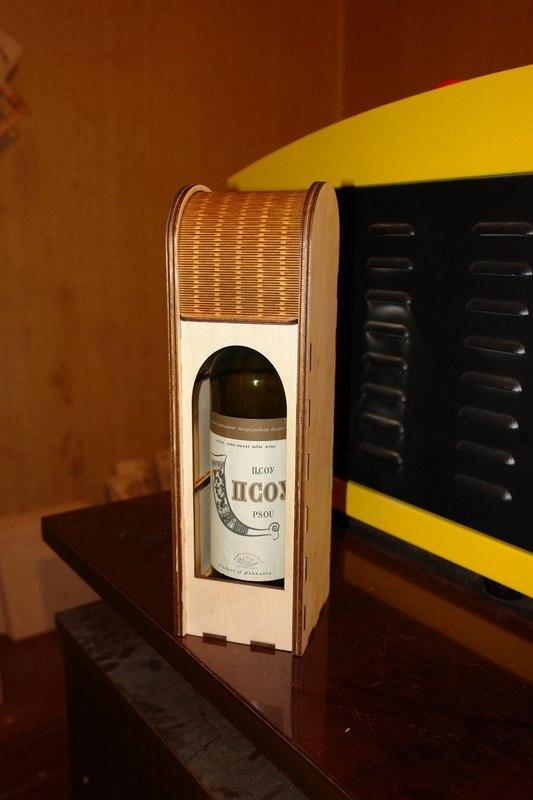 Wine Gift Box Free CDR Vectors Art