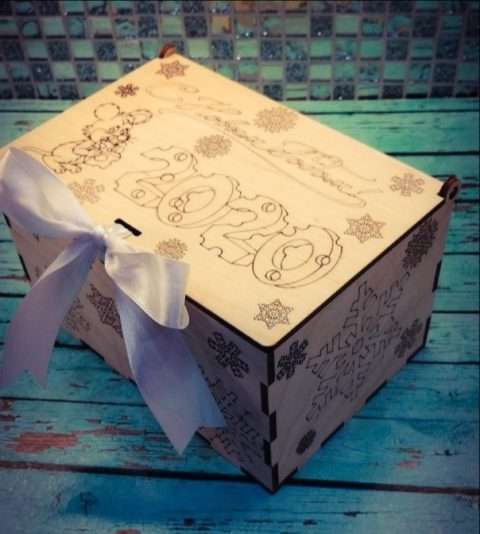 New Year 2020 Wooden Snowflake Gift Box With Lid Laser Cut Engraving Template Free CDR Vectors Art