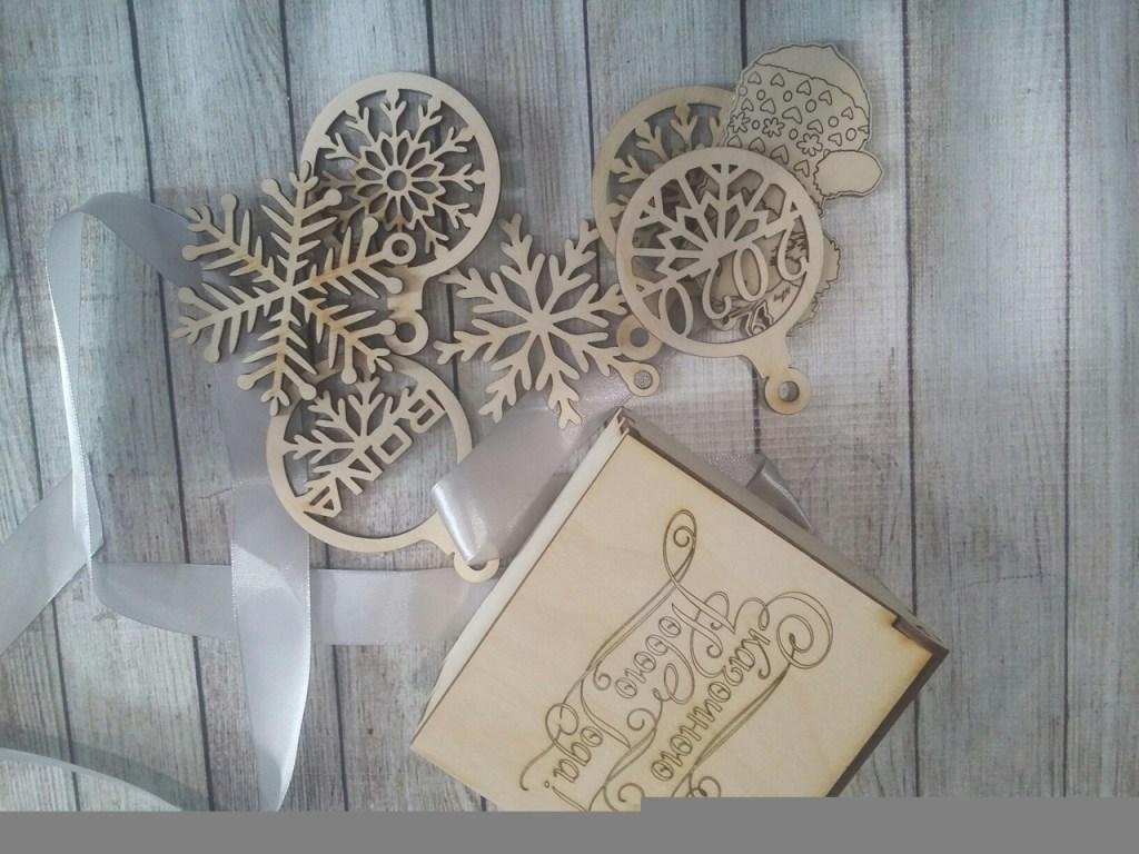 Laser Cut Wooden Box Snowflake Toys 100x100x75mm Free CDR Vectors Art