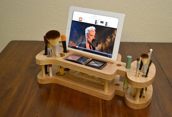 Organizer For Ladies Makeup Kit Stand Pen Holder Free CDR Vectors Art