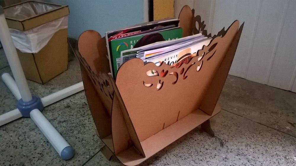 Revisteiro Magazine Wooden Rack Free CDR Vectors Art